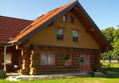 Blockhaus, Naturstamm, Rundholz, Kanadablockhaus