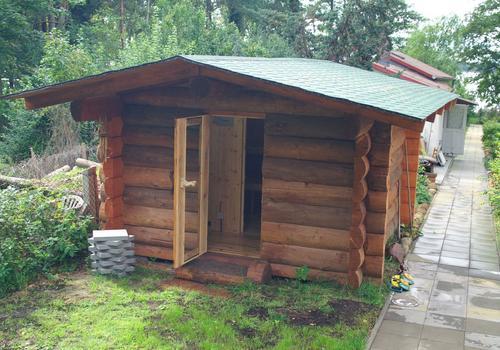 Die Blockhausbauer - Halbstammsauna mit Vorraum für den Garten