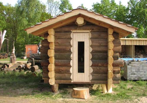 Die Blockhausbauer - Mit 2x2m unsere kleinste Halbstammsauna