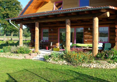 Blockhaus, Naturstamm, Rundholz, Kanadablockhaus, Terrasse
