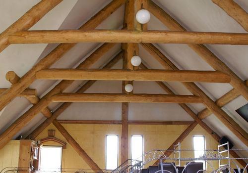 Die Blockhausbauer - Naturstammsparren / Naturstammdachstuhl