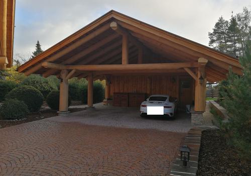 Naturstammhaus Blockhaus Carport