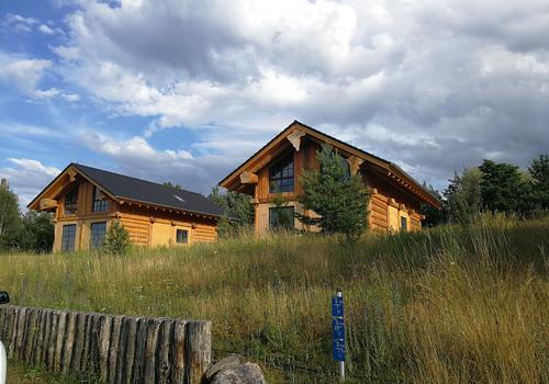 Post&Beam Naturstammfachwerk Blockhaus im See- und Waldresort Gröbern - Errichtet von Die Blockhausbauer in Sachsen