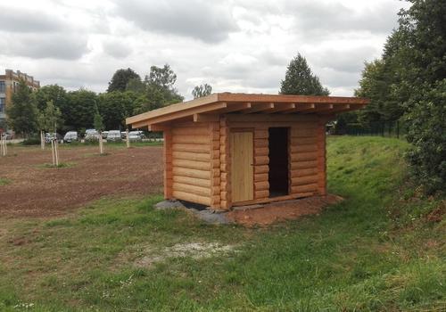 Die Blockhausbauer - Halbstammblockhaus als Gartenhaus und Schafstall