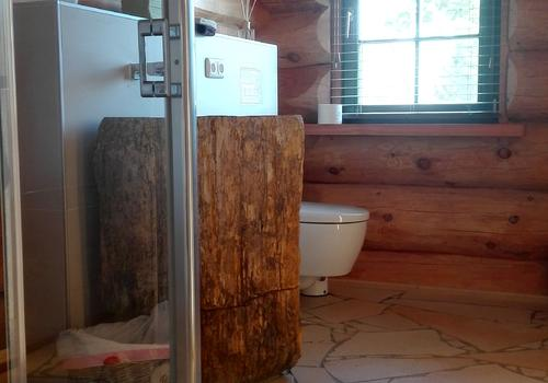 Bad in einem Blockhaus