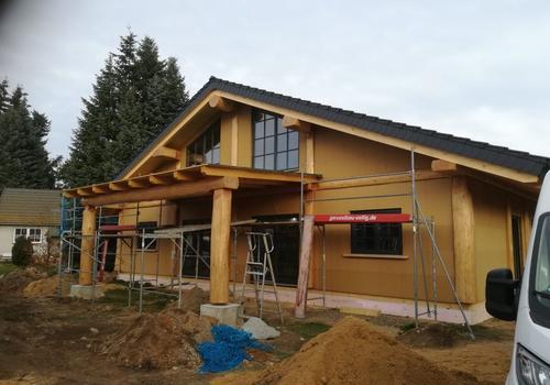 Post & Beam Blockhaus mit überdachter Terrasse