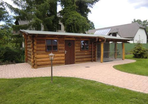 Die Blockhausbauer - Halbstammblockhaus als Gartenhaus und Hundezwinger