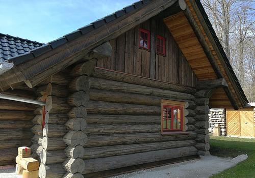 "Naturstammhaus ""Weekender I"" in AntikWood Ebenholz"