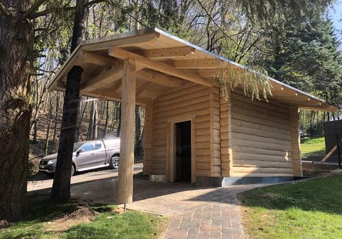 Halbstamm Blockhaus 3x4m als Gartenhaus - mit verlängertem Vordach