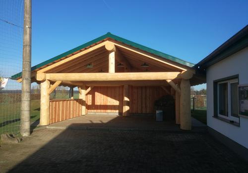 Carport in Naturstamm