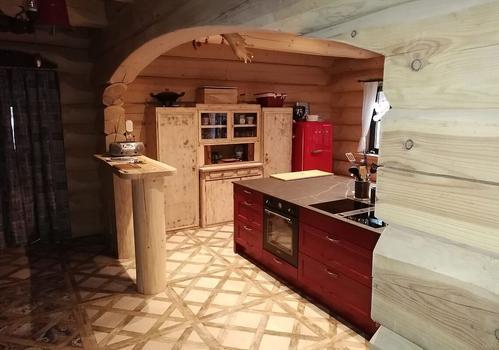 """Naturstammhaus """"Tucker"""" - Blick auf die Küche"""