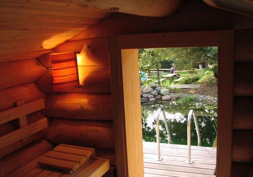 Blockhaus, Naturstamm, Rundholz, Kanadablockhaus, Sauna, Saunaraum von innen