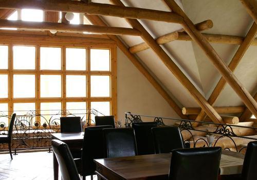 """Die Blockhausbauer - Naturstammdachstuhl des Blockhaus Restaurant """"Dachstuhl"""""""