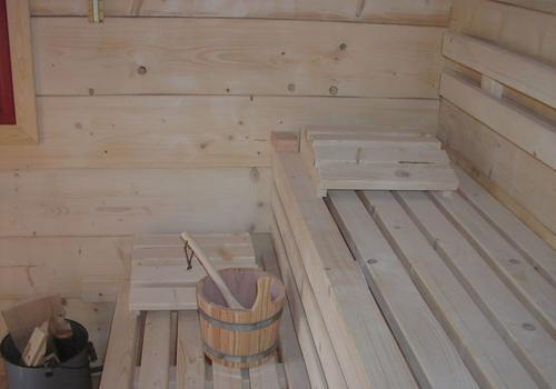 Die Blockhausbauer - Innenraum einer Halbstammsauna