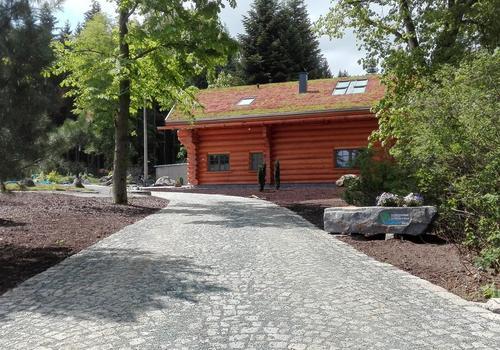 Die Blockhausbauer - Blockhaus mit Gründach in traumhafter Lage